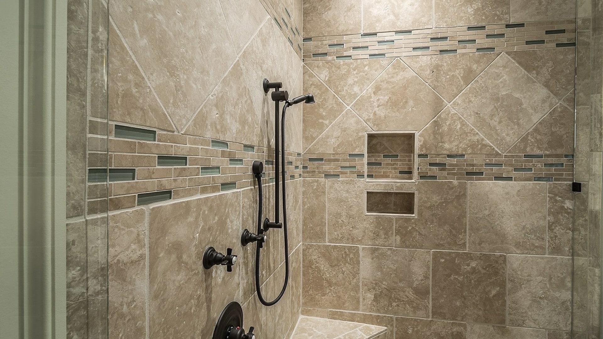 Quel carreau choisir pour la douche ?