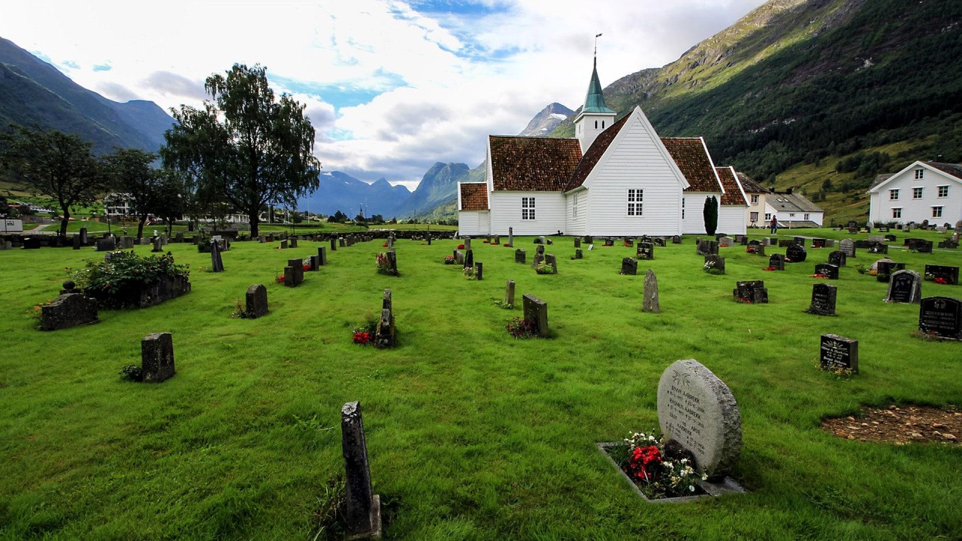Quels sont les différents types de plaques funéraires ?